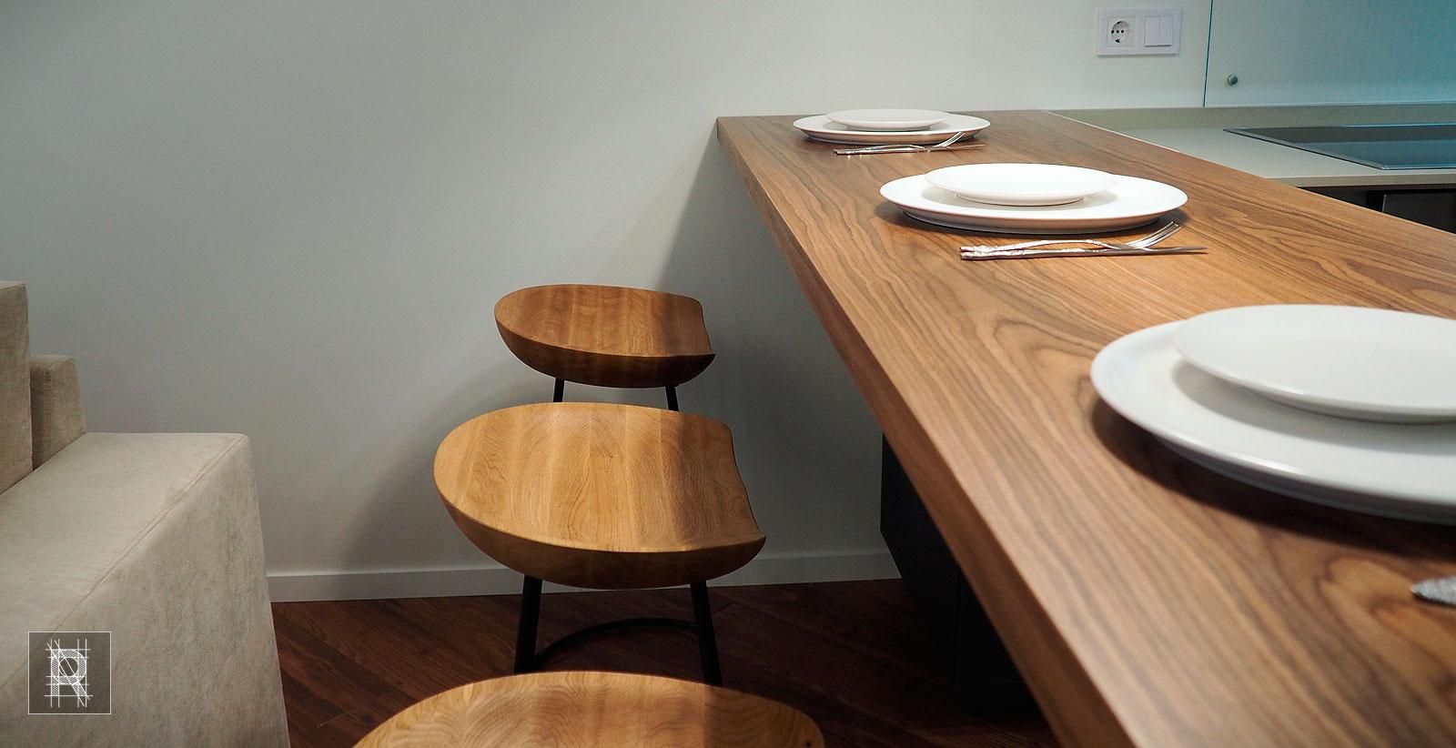 Фото стульев и столешницы на объекте