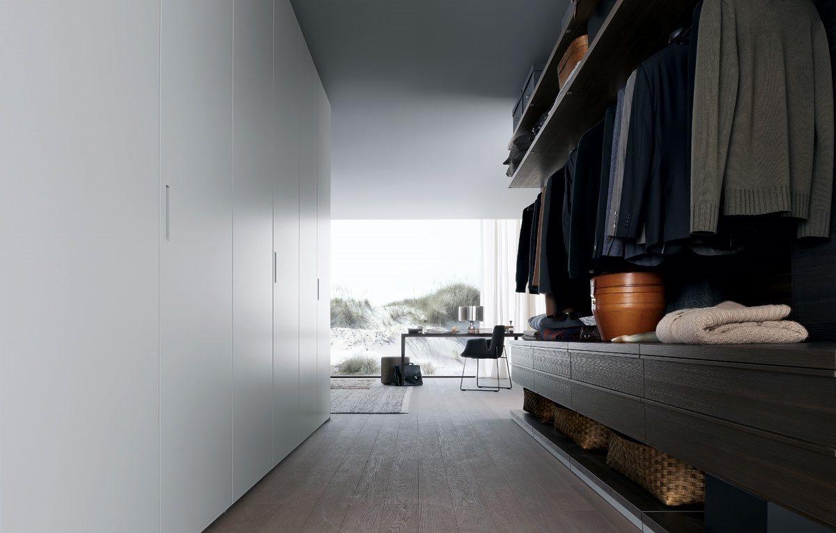 Фотография гардеробных стеллажей фирмы Poliform