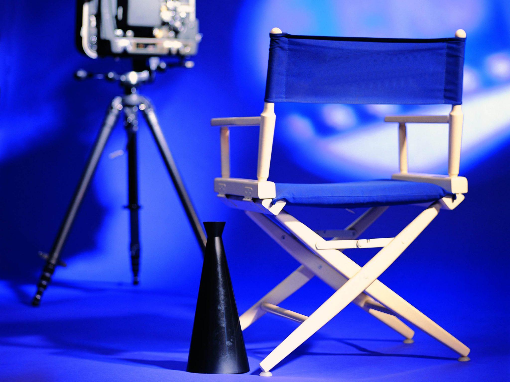 Камера и режиссерское кресло