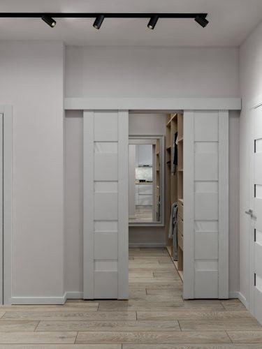 Картинка гардеробной комнаты с раздвижной дверью