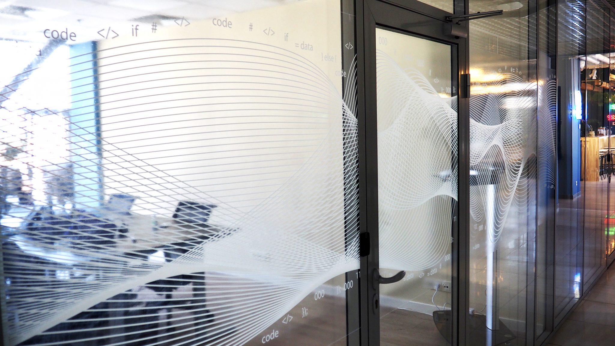 Картинка стеклянных перегородок с волной